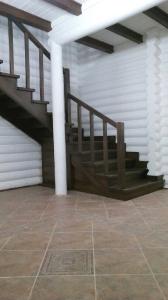 Закрытая деревянная лестница фото_192