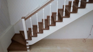 Закрытая деревянная лестница фото_194