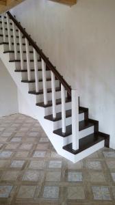 Закрытая деревянная лестница фото_197